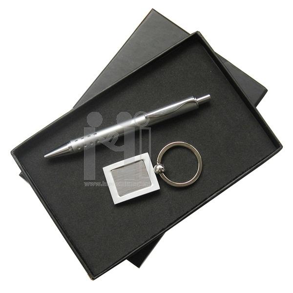 ชุดกล่องของขวัญกิ๊ฟเซ็ท Gift Set<br>ปากกา,พวงกุญแจโลหะ<br>สั่งขั้นต่ำ 500 ชุด