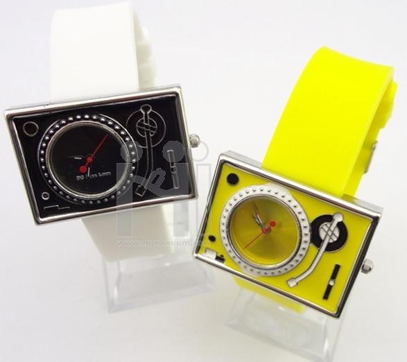 Retro Watch นาฬิกาข้อมือแฟชั่น