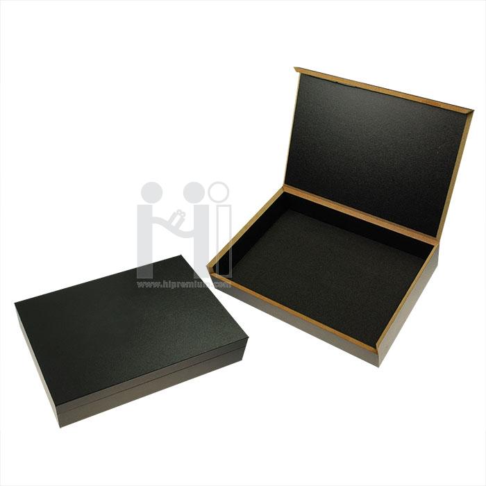 กล่องไม้สีดำ ด้านในสีดำ