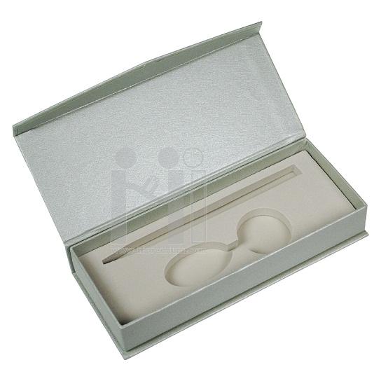 กล่องเซ็ตใส่ปากกาและพวงกุญแจหรือสั่งไดคัทด้านในตามต้องการ