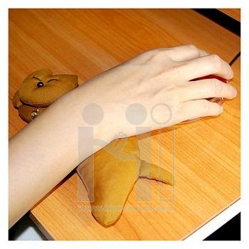 หมอนรองข้อมือแมวนอนตะแคง