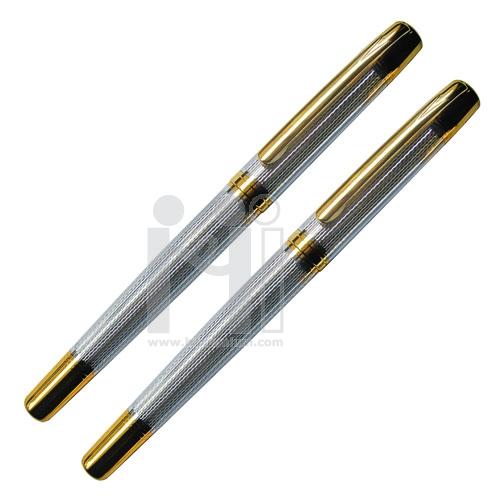 ปากกาโลหะหมึกซึมสีดำ