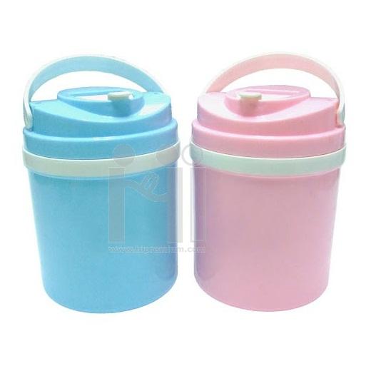 กระติกน้ำพลาสติกมีช่องเสียบหลอดดูด